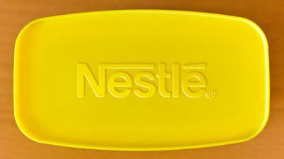 Помещаем на крышку реальный логотип Nestle
